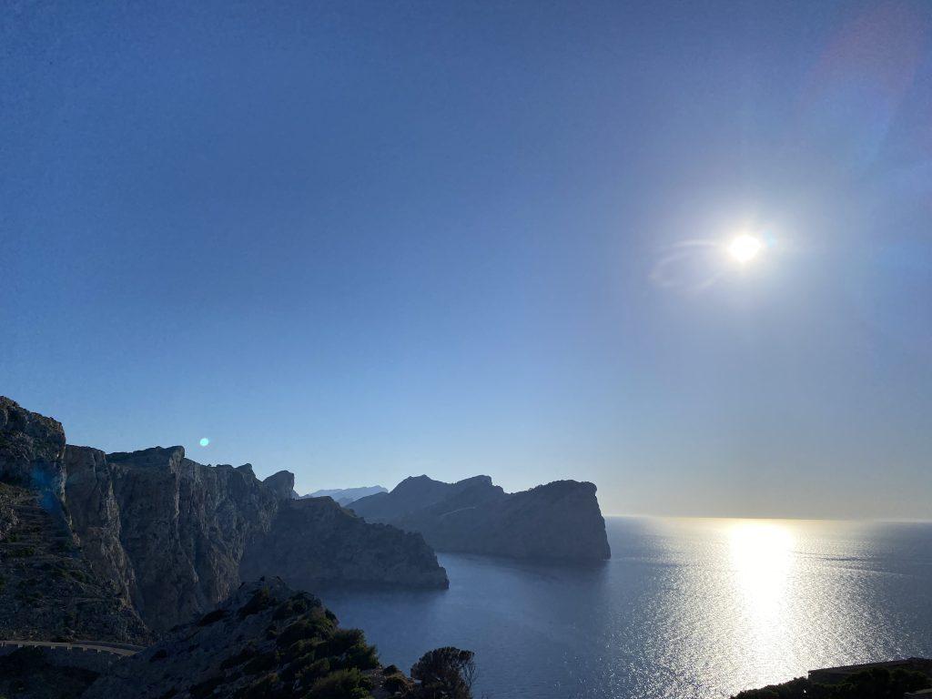 puesta de sol en mallorca en el faro de Formentor