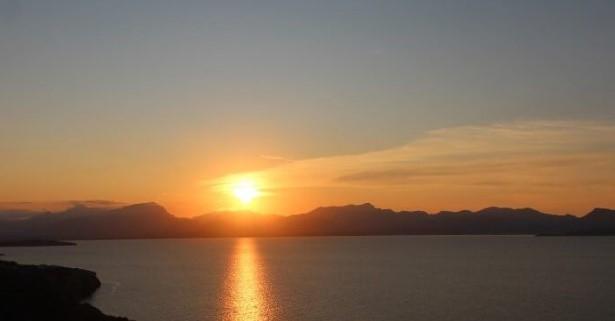 puesta de sol en mallorca en velero