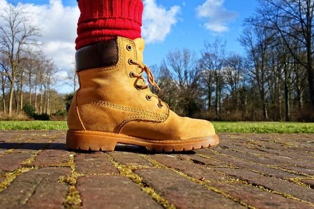 elementos básicos para tu viaje: botas impermeables