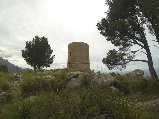 excursion corta en mallorca a una torre defensiva